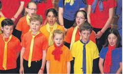Der Kinder- und Jugendchor Feusisberg trug am Samstag am Innerschweizer Gesangsfest in Cham unter Leitung von Adeline Marty vier Lieder in vier Sprachen vor. Bild zvg