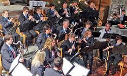 Adventskonzert mit dem Musikverein Galgenen zusammen mit der Violinsolistin Dominique Wernli-Züger. Bild Paul Diethelm