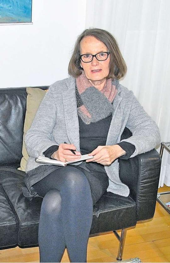 Die in Baar lebende Autorin Theres Roth-Hunkeler (65). (Bild Monica Pfändler-Maggi)