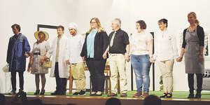 Die Theatergesellschaft Alpthal zeigte ein äusserst amüsantes Stück und wurde dafür vom Publikum mit grossem Applaus belohnt. Foto: Sandra Steiner