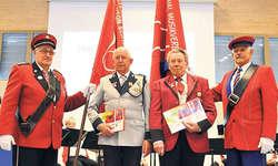 70 Jahre aktiv dabei: Notker Oechslin, Musikgesellschaft Egg, und Hans Arnold, Musikgesellschaft Arth. Bild Albert Marty