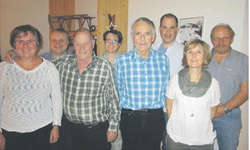 v.l.: Lida Fässler (Aktuarin), Toni Gräzer (abtret. Dirigent), Josef Reichmuth (66 Jahre MGO), Sandra Marty (Materialverw), Noldi Holdener (52 Jahre MGO), Marcel Holdener (Kassier alt), Claudia Meyer (Präsidentin), Marcel Holdener (Kassier neu). Bild
