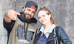 Ein Teil der Rap-Crew Sechs Vier: Narek alias Thomas Nergiz und Mrs. T alias Tamara Kostic verbringen acht Mittwochnachmittage mit Jugendlichen, um ihnen ihr Hobby, das Rappen, näherzubringen. Bilder Nicole Auf der Maur