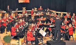 Ein Ohrenschmaus: Die Musikgesellschaft Arth bot ein abendfüllendes Programm mit Klassikern der Pop-Musik. Bild Walter Eigel