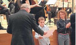 Der neunjährige Hugo Vetter zeigte am Komponistenwettbewerb eine ausgezeichnete Leistung. Bild Samuel Karsko