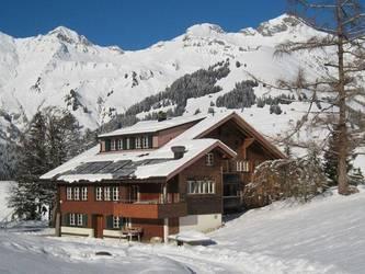 Altes, zweckmässig ausgebautes Bergbauernhaus für Selbstkocher mit mehreren Gruppenräumen mitte...