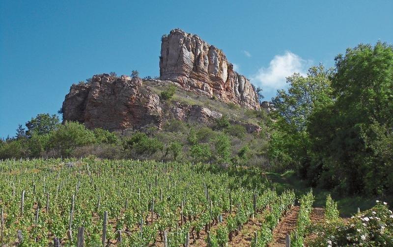 Der Felsen von Solutré im Departement Saône-et-Loire im südlichen Burgund. (Bild PD)