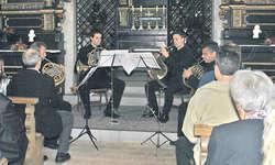 Das Hornquartett Ausserschwyz spielte in der Linthbordkapelle gefühlvolle Musik. Bild Lilo Etter