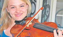 Anja Schärlinger aus Schindellegi ist eine von fünf Schwyzer Instrumentalisten, die im Zentralschweizer Jugendsinfonieorchester mitspielen. Bild Kira Leuthold