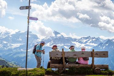 Urner Bänkli auf dem «Hüenderegg» mit Blick ins Schächental.  Bild: Uri Tourismus AG, © A. Sanchez