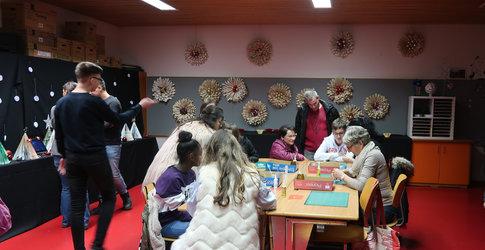 Es wurden verschiedene Workshops angeboten, beispielsweise konnte gemeinsam gebastelt werden.