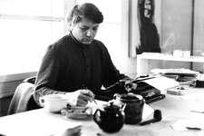 Paul Nizon in seiner Atelierwohnung an der Rollengasse in Zürich, um 1970. Foto: © René M. Wyser