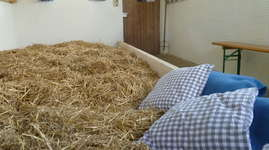 Wydhof: Schlafen im Stroh