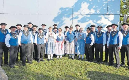 Der Jodlerklub vom Ägerital nach seinem Wertvortrag am Jodlerfest in Horw. (Bild PD)