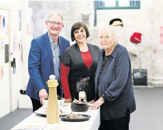 Seit 25 Jahren im Dienste der Kunst: Gert und Gaby Billing. Zum Jubiläum zeigen sie in ihrer Galerie in Baar Werke der 92-jährigen Künstlerin Eva Zwimpfer. (Bild Stefan Kaiser)