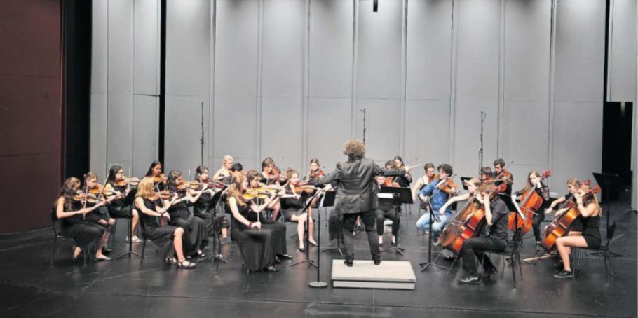 Das Zuger Jugendorchester im Theater Casino Zug. (Bild PD)