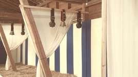 La maison du Faubourg: Sleeping in the straw