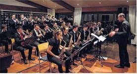 Die Roof Groove Big Band unter ihrem Bandleader Edgar Schmid eröffnet ein brillantes Konzert.  Bild Paul A. Good