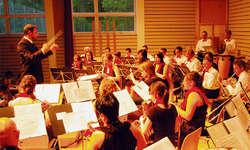 In der vollen Mehrzweckhalle vermochte die Musikgesellschaft Egg mit ihrem Jahreskonzert zu überzeugen. Bilder Franz Kälin