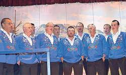 Sie dürfen stolz auf ihre neue CD sein: Die Jodlergruppe Wildspitzjuuzer Steinerberg. Bild Edith Schuler-Arnold