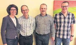 Präsidentin Karin Theiler mit Kantonalem Ehrenveteran Ruedi Besmer, Ehrenmitglied Martin Grätzer und Vizepräsident Peter Kälin (von links). Bild zvg