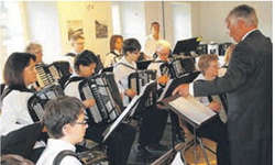 Das Akkordeon Orchester Wollerau präsentiert anlässlich des Frühlingskonzerts Werke verschiedenster Stilrichtungen und zeigt so die Vielfalt des Instruments. Bild zvg