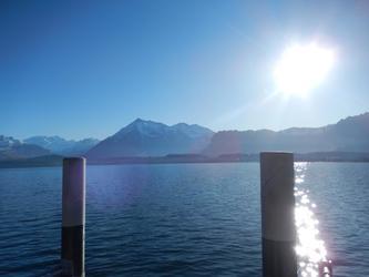 Lac de Thun avec le Niesen