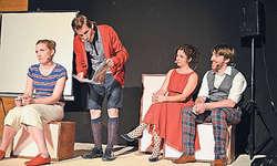 Das A-cappella-Theater Urstimmen mit dem Stück «Beziehungsweise». Bild Edith Schuler-Arnold
