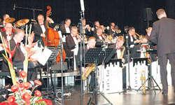 Die Big-Band zeigte während des Konzerts in Schindellegi ihre Vielseitigkeit. Bild Louis Hensler