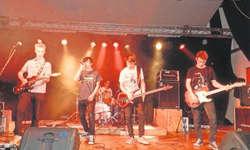 Die Freedom Flames eröffneten das Wood Rock Festival um 17 Uhr und legten einen gelungenen Start hin, der mit viel Lob bedacht wurde. Bild Konrad Schuler