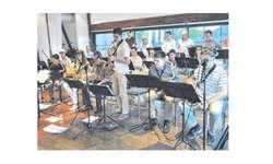 Die Roof Groove Big Band mit Solist Pascal Jost. Bild Caroline Dettling