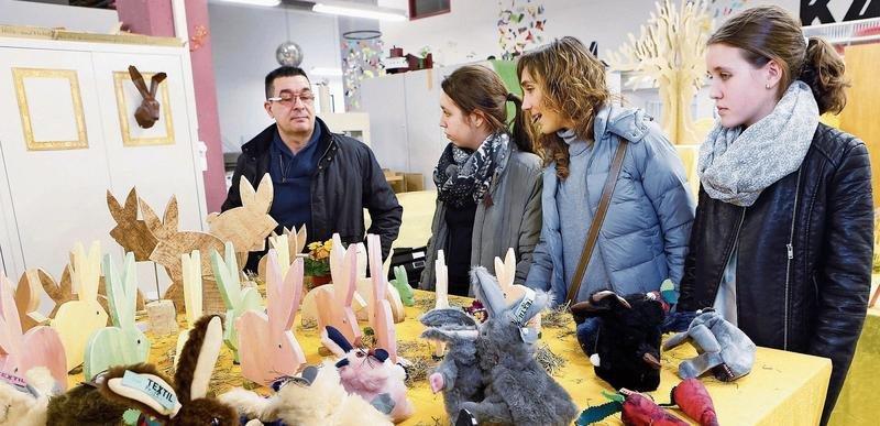 Die Osterausstellung in der Halle 44 zeigt jedes Jahr bunte Kreationen. (Bild Werner Schelbert)