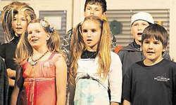 Eigene Lieder: Die Sechstklässlerinnen und Sechstklässler aus Rickenbach hatten die Lieder für ihr Musical selber geschrieben.