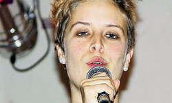Auf der offenen Bühne: Martina Heinzer verzichtete auf eine Begleitung und konzentrierte sich auf ihr Hauptinstrument – die Stimme.