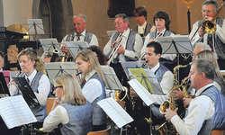 Die Harmoniemusik Schübelbach-Buttikon zeigte ihr grosses musikalisches Können in der Pfarrkirche. Bild Kurt Kassel