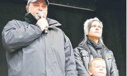 «Viele Privatpersonen haben uns bereits ihre Unterstützung für 2012 zugesagt», sagt Markus Föhn. Rechts OK-Präsidentin Sandra Reichmuth. Bild zvg