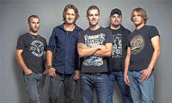 Dreadful mit Marcel Gwerder (Drums), Jonas Marty (Lead Guitar), Andy Schelbert (Vocals), Theo Schmidig (Bass, Piano) und Dario Gwerder (Rhythm Guitar). Bild Roger Berger