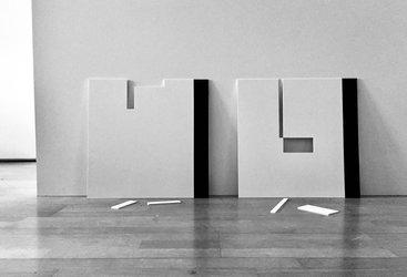«1906.56/01» und «1906.56/02», Klebeband auf Karton, beschnitten, je 48x48cm, Ausstellungsansicht, eduard otto baumann, 2019