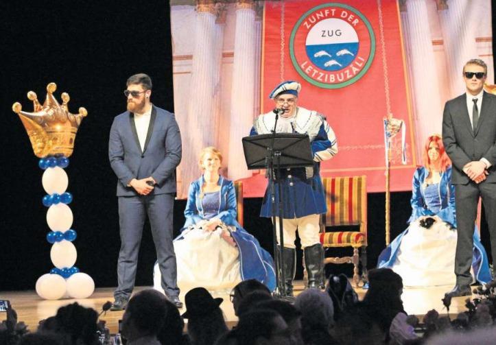 Prinz André II. Odermatt spricht im Theater Casino Zug zu seinem Fasnachtsvolk und den Gästen. (Bild Charly Keiser)