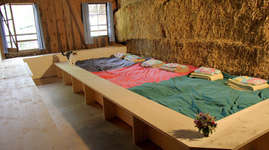 Ferme le Peu Girard: Schlafen im Stroh