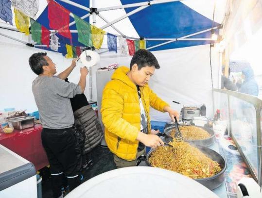 Der tibetische Stand an der «Zuger Gluscht». (Bild Roger Zbinden)