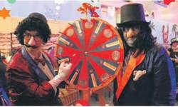 Am Glücksrad konnte man am Bächer Maskenball sein Glück versuchen. Bild Christina Teuber