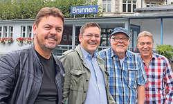 Haben eine alte Stammtischnummer ausgegraben und neu umgesetzt: Padi Bernhard, Marcel Kyd, Joe Wiget und Bruno Inderbitzin. Bild Nicole Auf der Maur