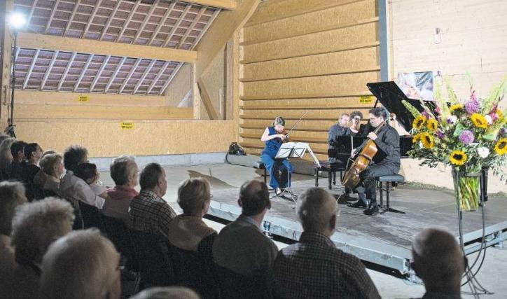 In der Chamau Hünenberg waren unter anderem düstere Werke von Antonín Dvořák und Leoš Janáček zu hören. (Bild Maria Schmid)
