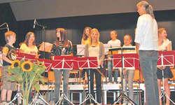 Das knapp 20 Mitglieder zählende Blockflötenensemble wusste das Publikum mit feinem Spiel zu begeistern. Bild Lilo Etter