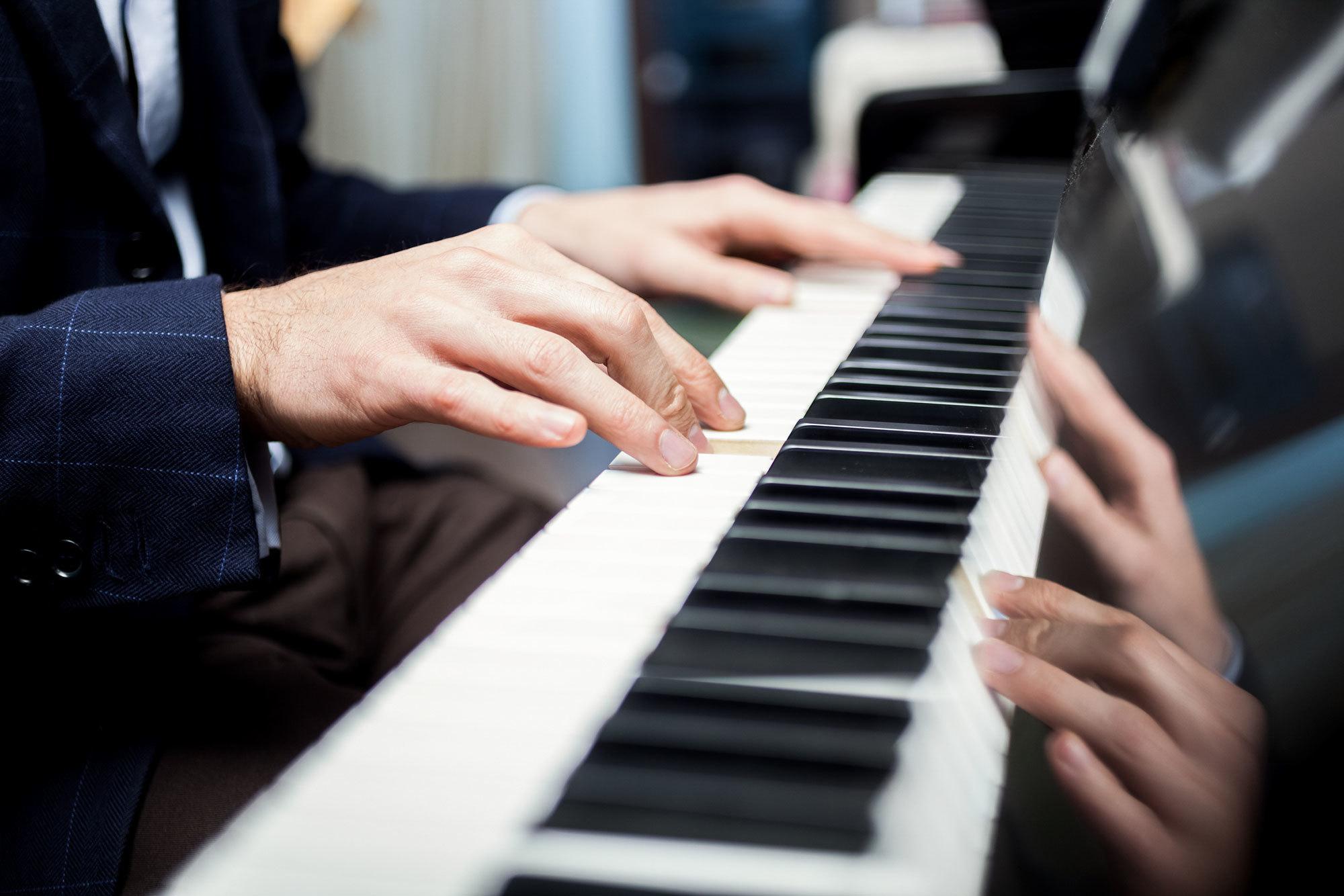 Dezember Pianist: Sasha Loshich
