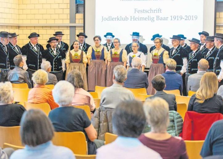Der Jodlerklub Heimelig bei einer Darbietung an der Buchvernissage im Restaurant Sport-Inn in Baar. (Bild PD)