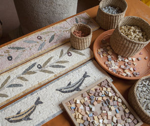 Ein Tag bei den Römer*innen zu Hause. Mosaikenworkshop für alle.