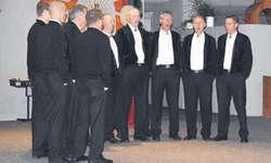 «Das cha nur Liebi sii» und andere Lieder wurden vom Jodelchörli Alpsteinblick mit viel Engagement vorgetragen. Bild pi