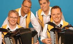 Freuen sich auf die Tournee: Remo Gwerder (Akkordeon/Schwyzerörgeli), Schöff Röösli (Piano), Carlo Gwerder (Kontrabass) sowie Urs Meier (Akkordeon).